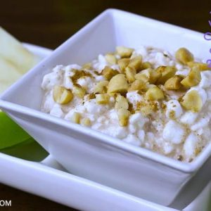 Apple_Slices_with_Creamy_Cinnamon_Dip_and_Peanuts